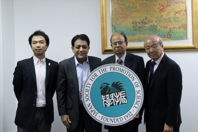左から副センター長、今回Hossain会長に同行されたKhan氏、Hossain会長、センター長