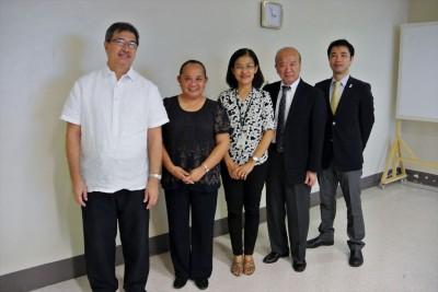 左からDOST事務次官のDr. De La Pena、Dr. Prudente JAAP会長、審査委員のDr. Duran、センター長、副センター長