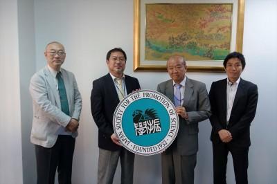 左から阪大関センター長、望月次期センター長、センター長、JASSO山本所長