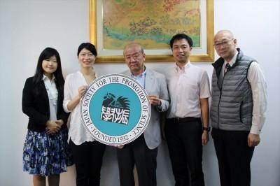 左から櫻田さん、池田さん、センター長、副センター長、阪大関センター長