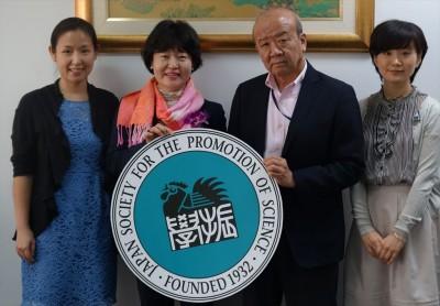 左からDr.Piyatida講師、大谷順子准教授、山下センター長、轟国際協力員