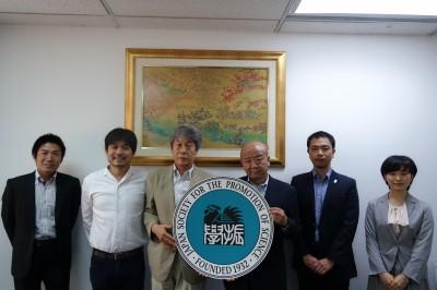 左からJASSO山本所長、中西准教授、山下センター長、山田副センター長、轟国際協力員
