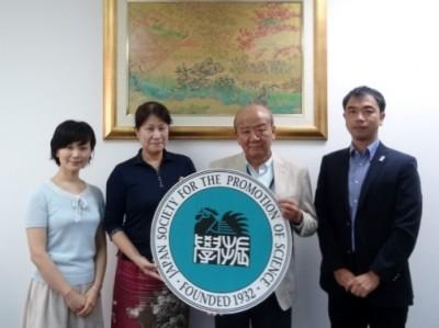 左から轟国際協力員、高樋准教授、山下センター長、山田副センター長