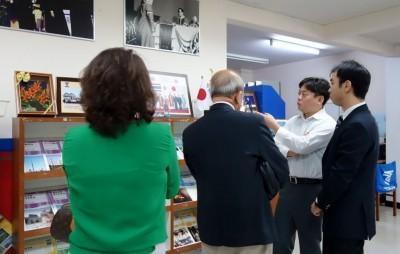 東海大学について説明する富田助教