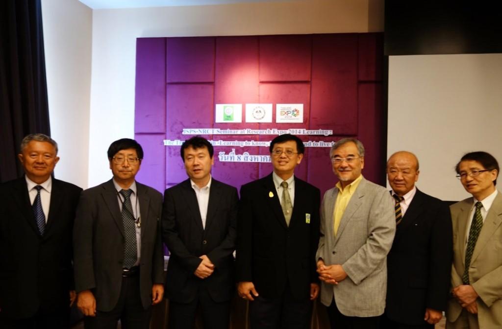 左よりJitti 前学部長、鈴木教授、及川氏、Kristhawat事務次長、本間教授、山下センター長、加藤国際事業部長