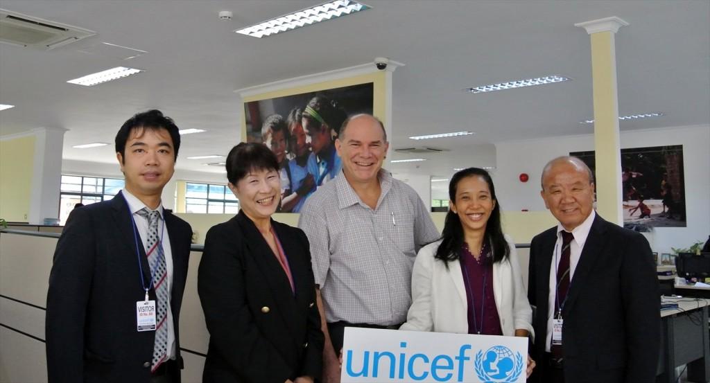 写真左から副センター長、髙樋准教授、Meyer局長、Moe Moe Thanコーディネーター、センター長