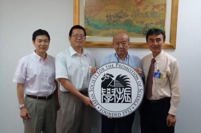 左から東海大学梶田准教授、山本教授、センター長、KMITL Nunthawath助教