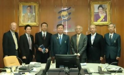 写真(左から)、関先生(阪大)、山本氏(JASSO),俵氏(日本大使館)、Dr.Vudhipong, Dr. Amaret, 山下センター長、Dr.Kosan