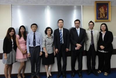 左から、Ms. Arpar、Ms. Pawanee、Mr. Sawaeng課長、Ms. Pimpun部長、屠調査役、矢野SPC、副センター長、タイ人スタッフ