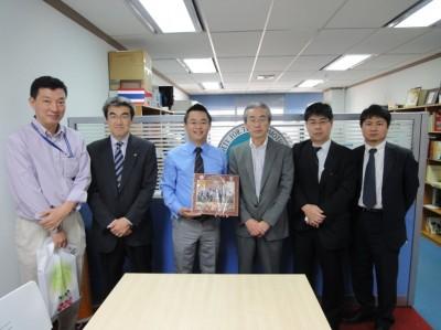 左から萩原所長、鈴木課長、センター長、駒場部長、糸川係長、堤課長補佐