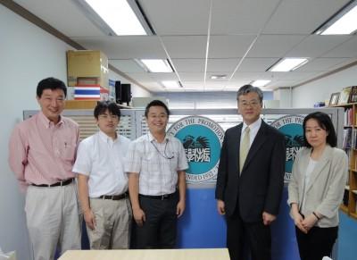左から、萩原所長、小島係長、センター長、石川課長、澤出主任