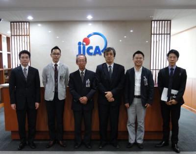田中章久 JICAタイ事務所次長、副センター長、柿原所長、米田所長、センター長、三好調査員