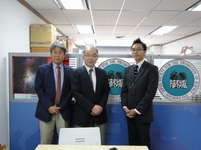 左から清水所長、塩田理事・副学長、副センター長