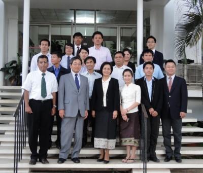 中央左が福田センター長、中央右がMadam Monemany事務次官