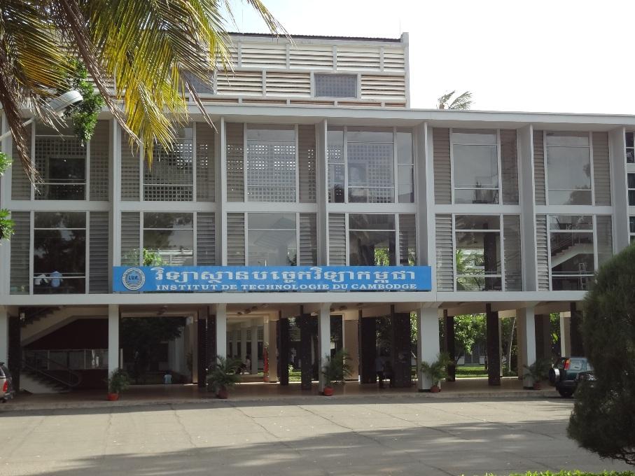 """書類等も基本は仏語表記。Institut de Technokigie du Cambodge。 通称""""Sa La Techno"""""""