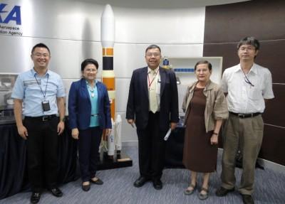 左から、センター長、Dr. Jiraporn、Dr. Paritud選考委員長、Dr. Busaba同窓会長、Dr. Boonchai