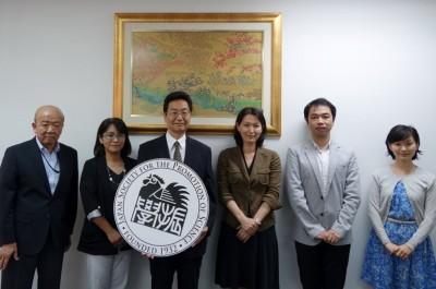 左からやましたセンター長、佐々木AIMS-HUプログラムインターンシップコーディネーター、堀田副理事、中家主査、山田副センター長、轟国際協力員