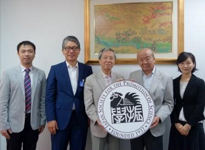 左より山田副センター長、浦元ILOアジア太平洋事務局長、杉本さん、山下センター長、轟国際協力員