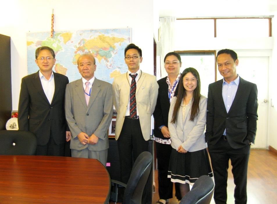 左からKim事務所長、センター長、副センター長、現地職員、研修員、Mr. Padilla