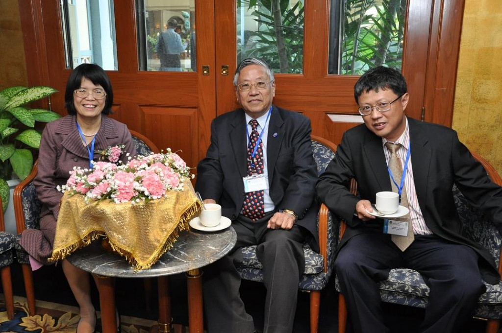 Ms. Kanchana NRCT Vice Director-General、Dr. Suvit理事、Dr. Porphant広報担当理事