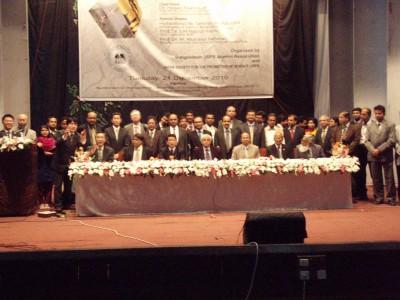 シンポジウム参加者全員での記念撮影