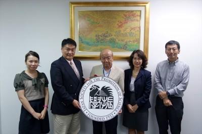左から越智准教授、上野教授、センター長、安宅専門家、河井教授