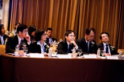 左から、Prof. Dr. Soottiporn事務局長、Mrs. Pimpun、長谷川一等書記官、仁平教授、加藤部長