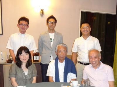 前列左から秦課長、木村教授、川口教授 後列左から井福係員、副センター長、センター長