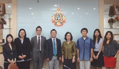 左から、大槻研修員、現地スタッフ、副センター長、センター長、Ms. Pimpun部長、Mr. Sawaeng課長、Ms. Pawanee職員、Ms. Arpar職員