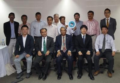1. 前列左からセンター長、Prof. M. Tofazzal Islam事務局長、Dr. Imamul Huq筆頭副会長、福井主任、大村書記官