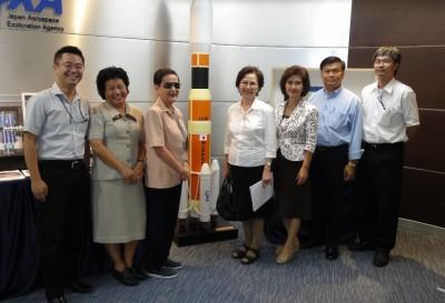 左から、センター長, Dr. Malee, Dr. Busaba, Dr. Songsri, Dr. Sunee, Dr. Somkiat, Dr. Boonchai
