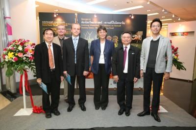 写真中央の女性がドイツ大使、右から2人目がNSMの副館長、右端が副センター長