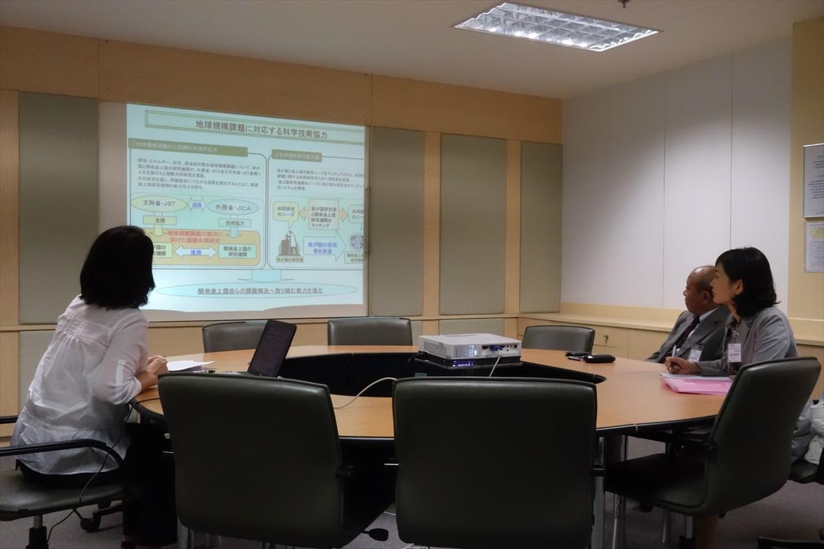 ラッセル加恵業務調整専門家によるプロジェクトの説明