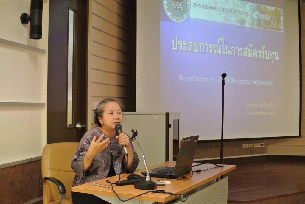 日本での経験について講演されるDr. Suratwadee同窓会理事