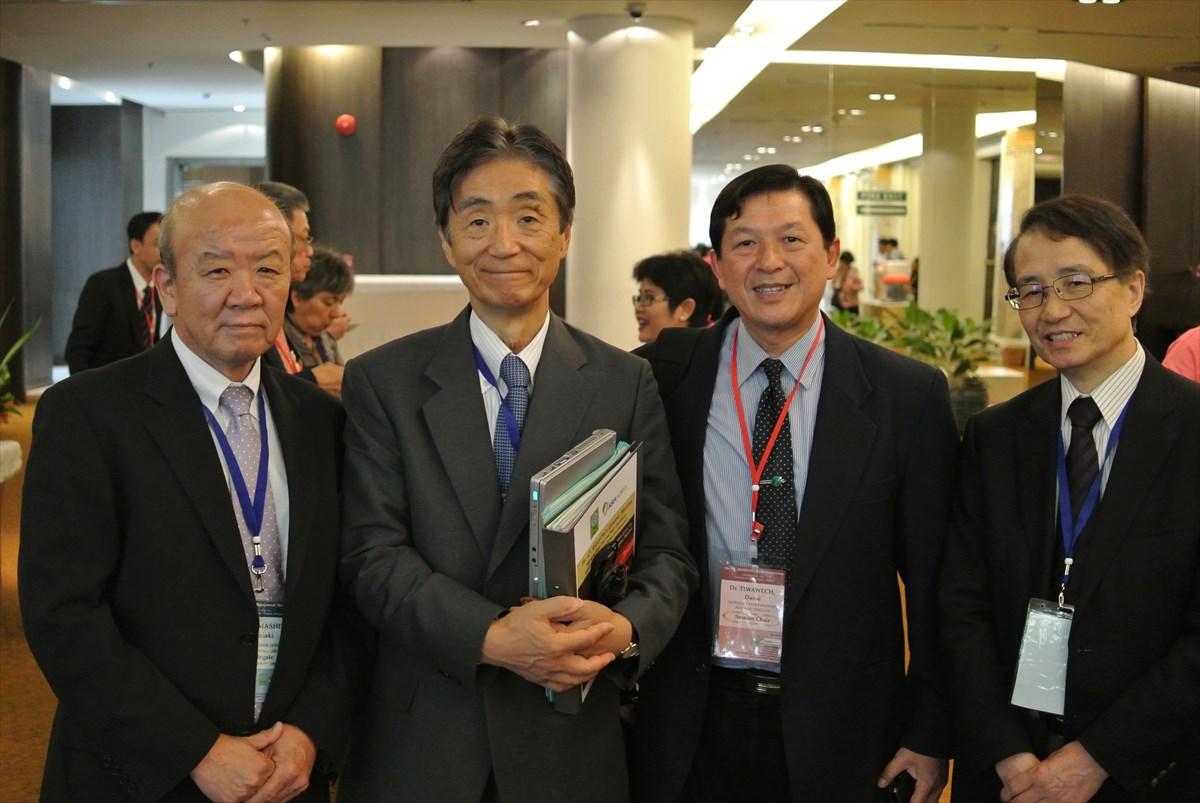 左より山下センター長、安西理事長、Dr. Danai  JAAT事務局長、加藤国際事業部長