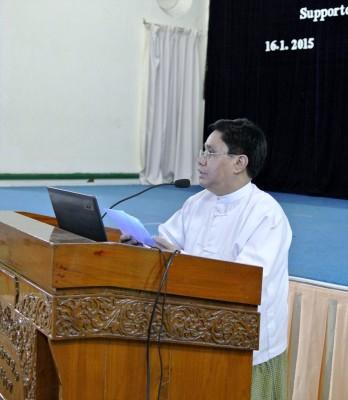 Kyaw Naing副学長による閉会挨拶