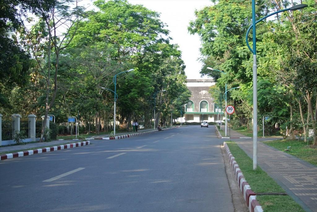 ヤンゴン大学キャンパス