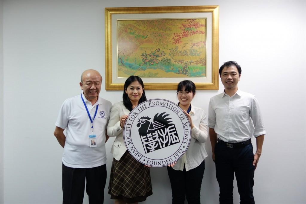 左からセンター長、矢田係長、西本職員、副センター長