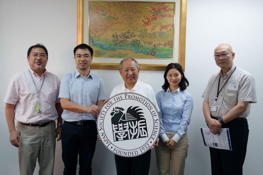 左から望月教授、山田副センター長、古城名誉教授、轟国際協力員、関名誉教授