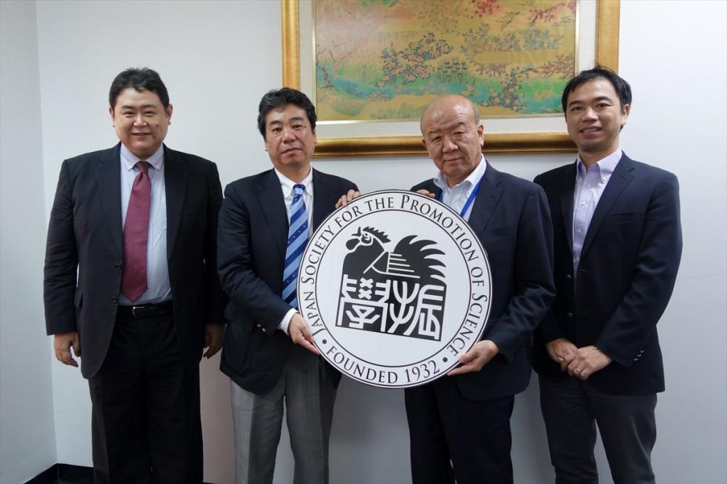 左から江藤教授、加藤教授、山下センター長、山田副センター長