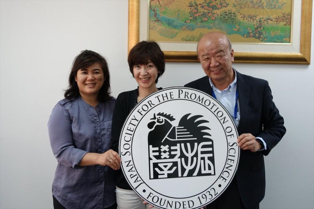 左からChanpraphaセンター長、川澄准教授、山下センター長