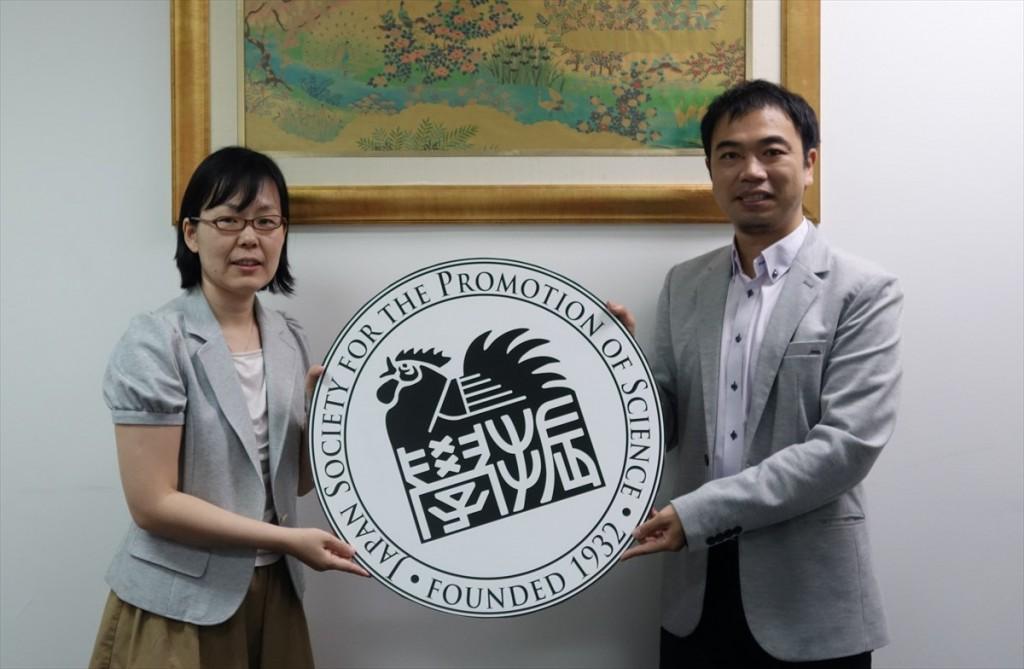 左から田中二等書記官、山田副センター長