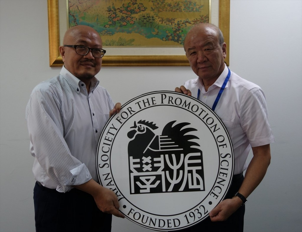 左から伊藤先生、山下センター長