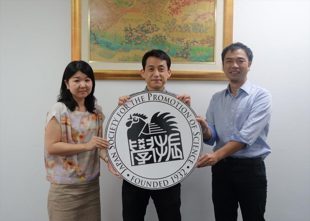 左から辻国際協力員、中須研究員、山田副センター長