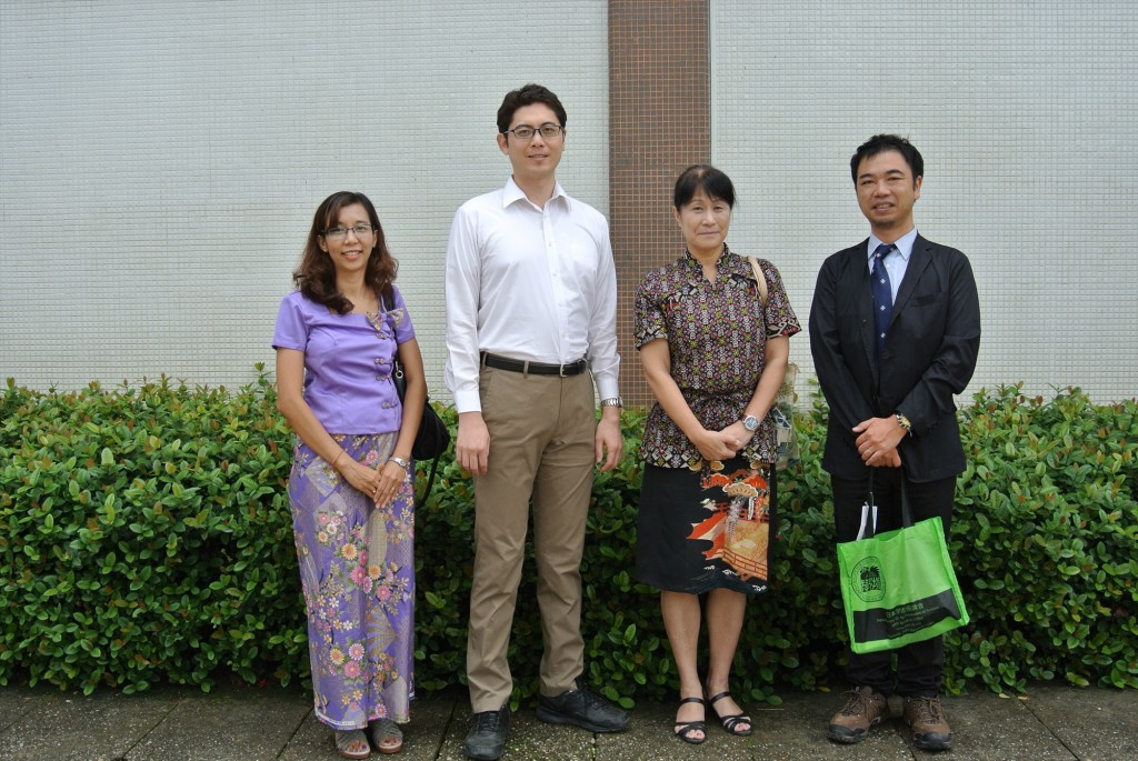 左からMoe Moeさん、東書記官、髙樋准教授、副センター長