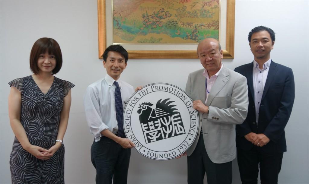 左から外山研究員、坂野特別講師、山下センター長、山田副センター長