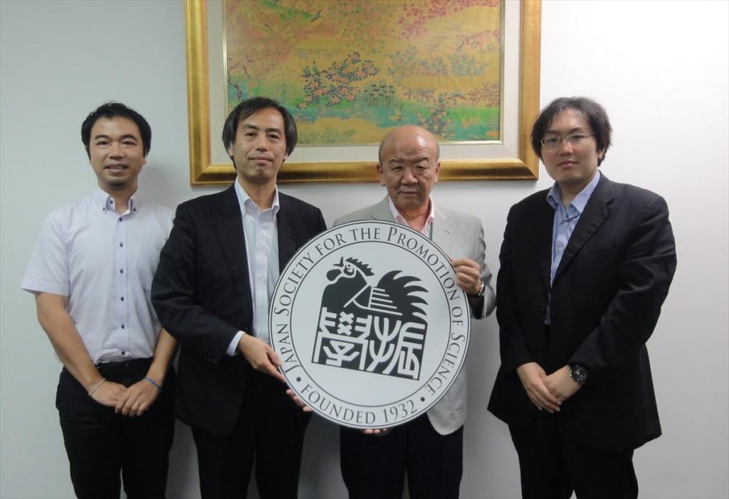 左から山田副センター長、米沢本部長、山下センター長、竹本副部長