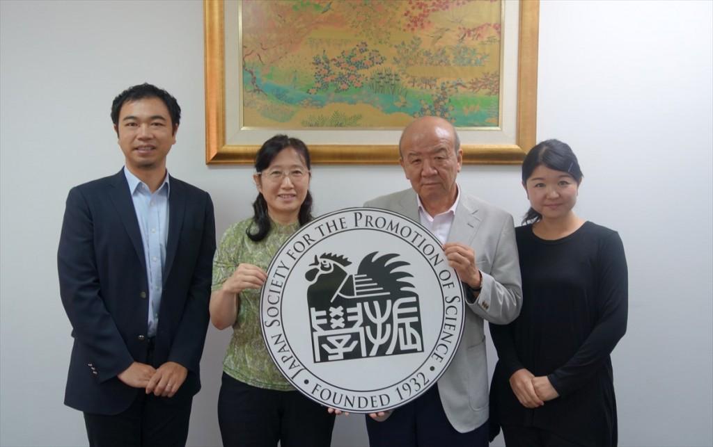 左から山田副センター長、林教授、山下センター長、辻国際協力員