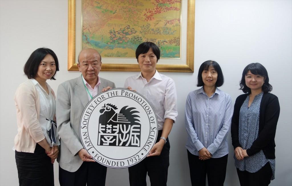 左から古屋副センター長、山下センター長、三田村准教授、小泉教授、辻国際協力員
