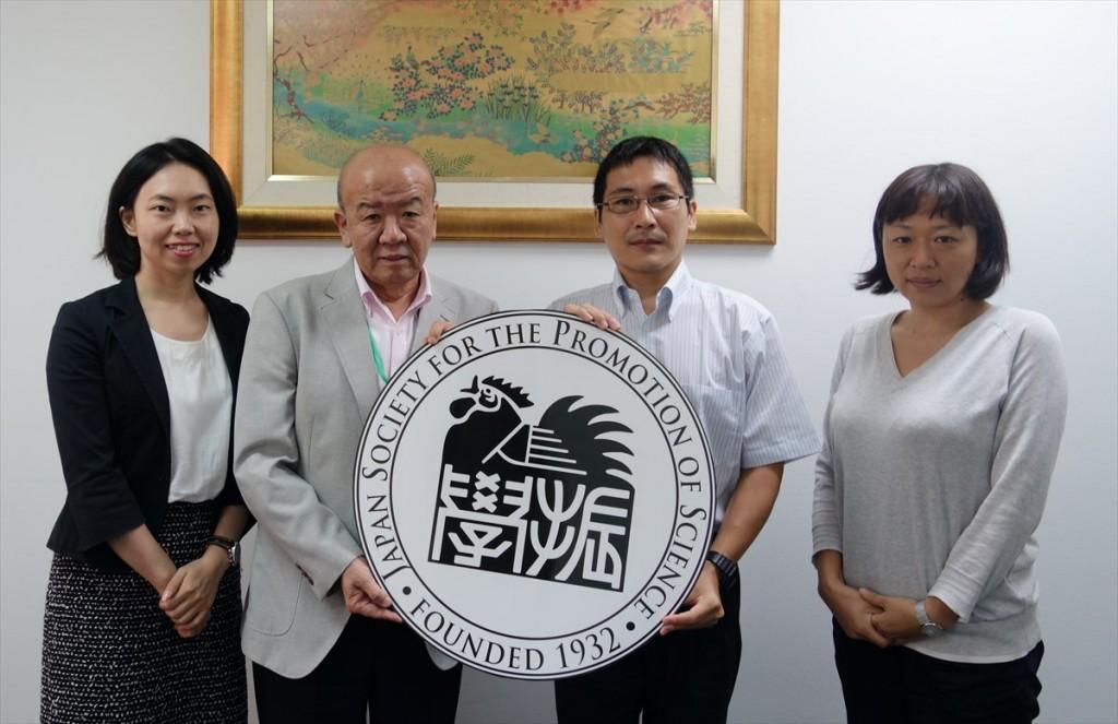 左から古屋副センター長、山下センター長、本川准教授、藤枝URA